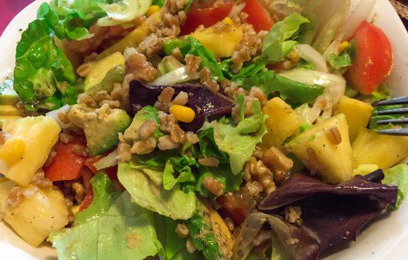 Ensaladas vegetarianas con cereales y legumbre